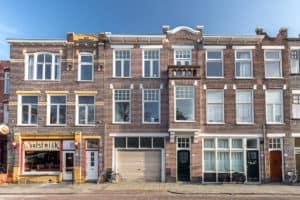 huis voorgevel groningen bovenwoning karakterstiek blauwe lucht