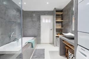 badkamer grijs modern beton zwart wit hout