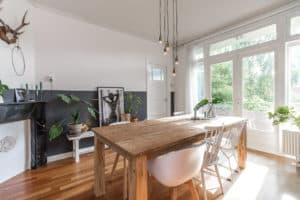 huis zwart wit hout modern jaren 30 licht planten interieur
