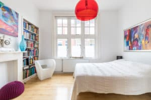 slaapkamer, rood, wit, licht, kunst, boekenkast